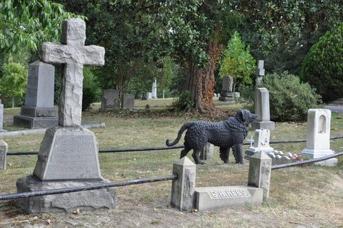 Tour the Famous Graves of Hollywood Cemetery